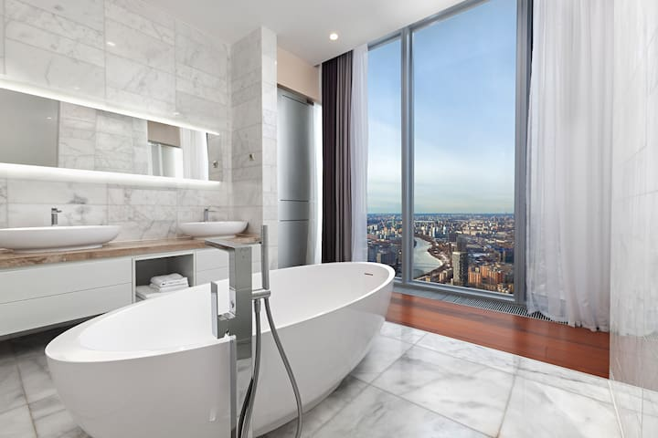 74 этаж в небоскрёбе ОКО с панорамной ванной