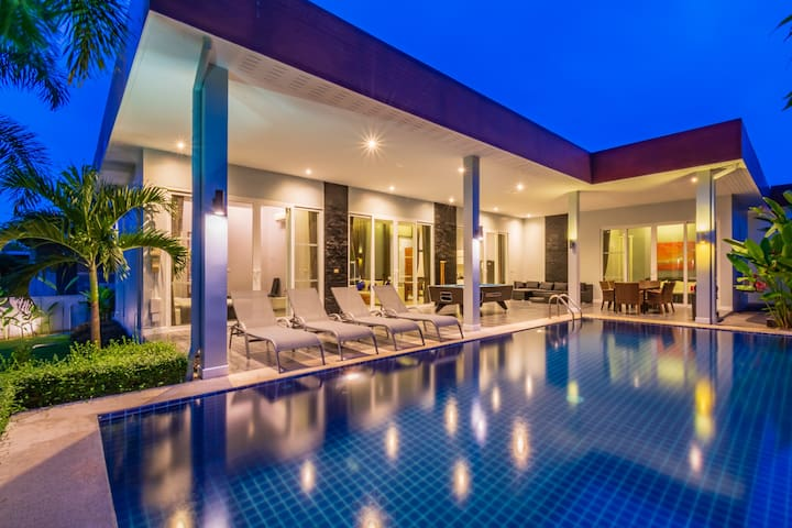 4 Bedroom Private Pool Villa in Resort!