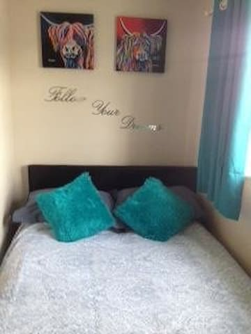 Double bedroom 2 - small cosy comfy