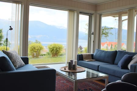 Three bedroom apartment w/ fjord view - Kvinnherad - Apartamento