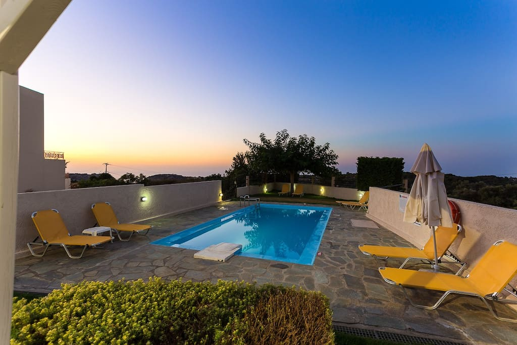 Stunning sunset views from the pool terrace!
