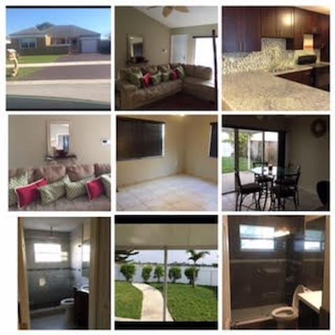 Beautiful room available in 4/2 Lake-front home!! - Miami Gardens - Huis
