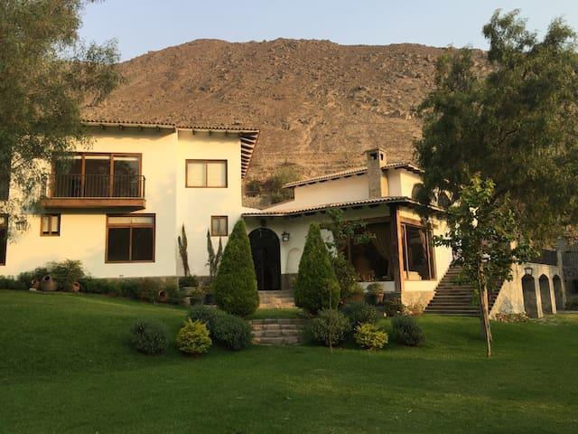 Sol todo el año en medio de  Los Andes Peruanos - Chaclacayo - Casa