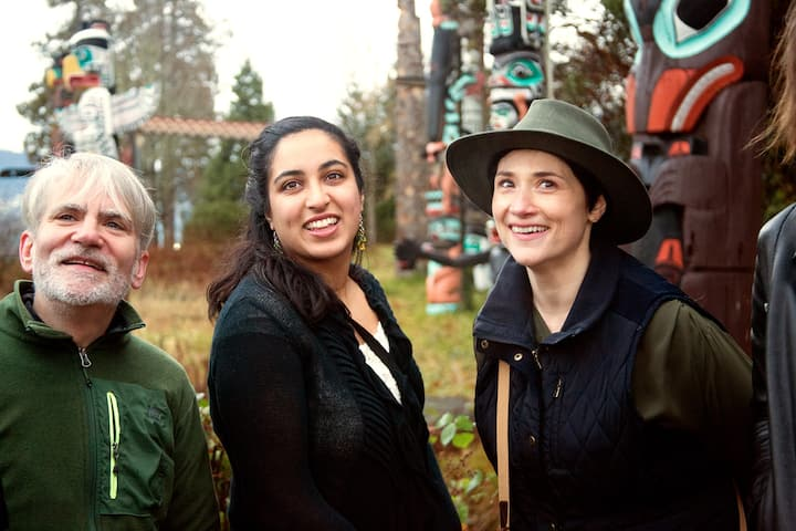 Guide Tracy n friends at the totem poles