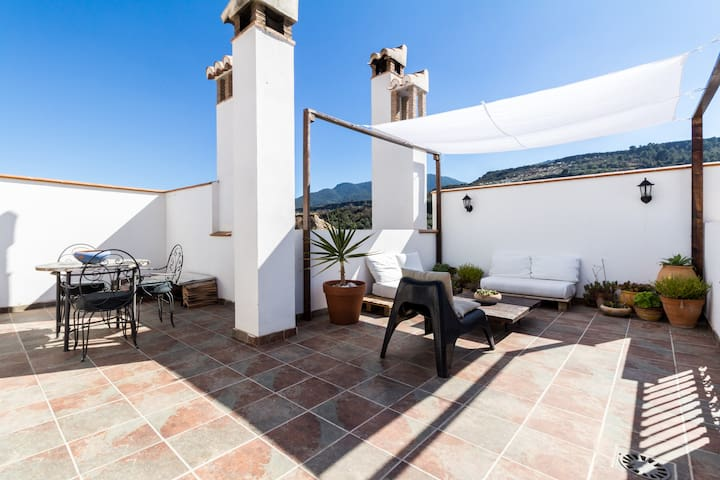 Charming Andalusian house with great terrace - Albuñuelas - บ้าน