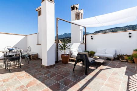 Charming Andalusian house with great terrace - Albuñuelas - House