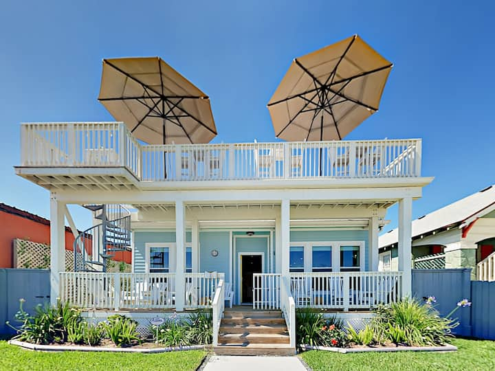 Chic Gulf-View Home with Deck - Near Pleasure Pier