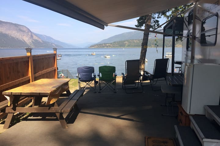 RV there yet?Shuswap Lake-RV w/beachfront campsite