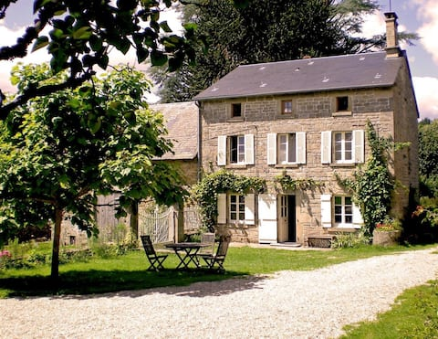 Traditional Farmhouse-quiet hamlet