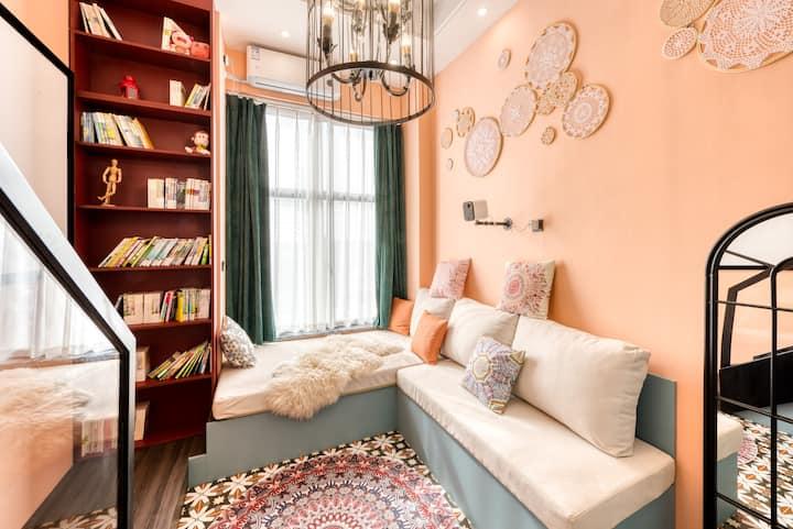全屋智能复式loft,摩洛哥风情,地毯大投影音响,2号线地铁口,网红拍照,落地窗边大沙发,看夜景