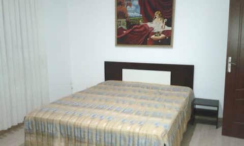 Quiet apartment, 2 bedrooms & private parking