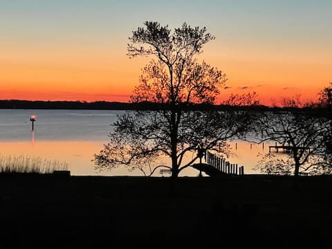 South River Charm - Gorgeous Water View!