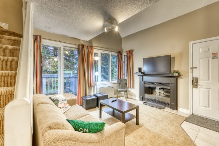 Walk-to-slope condo w/ two decks & shared pool, hot tub & tennis!
