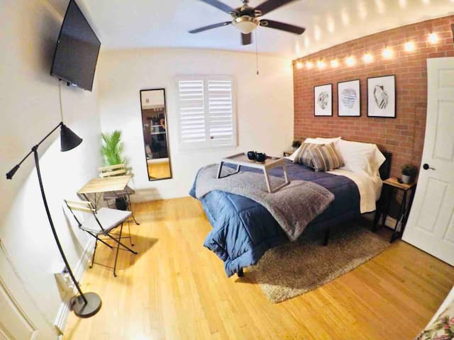 Cozy Industrial Studio for your Staycation in LA