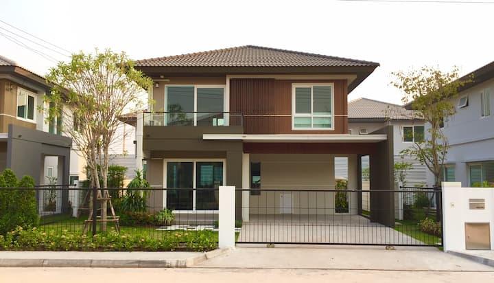 หมู่บ้านสิวลี อุดรธานี /  Siwalee Luxury House