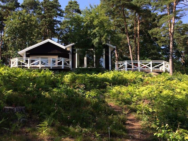 Charmig idyll vid Kalmarsund - Mönsterås N - Hus