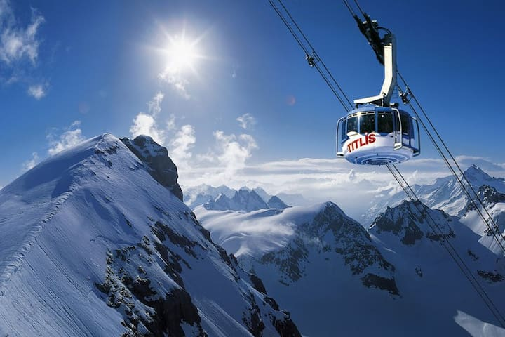 45 Minutes away from the famous Skiresort Engelberg-Titlis. Skiing, Hiking or just having Pizza over the Clouds. Perfect for a Daytrip.