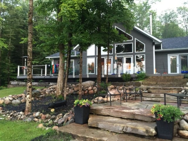 4 Season Lake Front Cottage