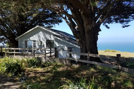 Saddle Point, Beautiful huge acreage on the ocean