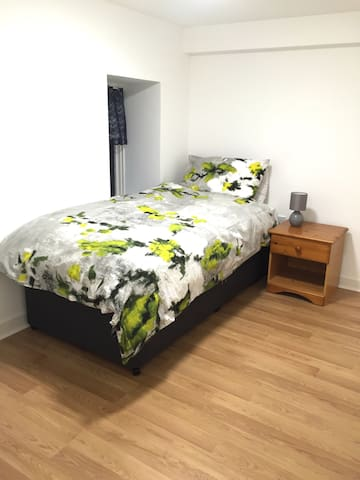 Comfy single near all the action! - Stretford - Apartamento