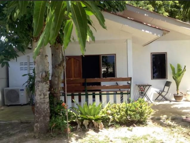 Small bungalow on private property - Tambon Phla - House