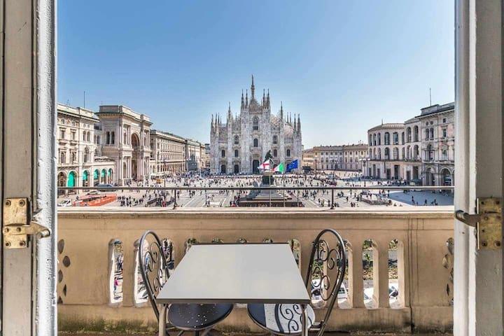 Duomo Split Level - facing Duomo !