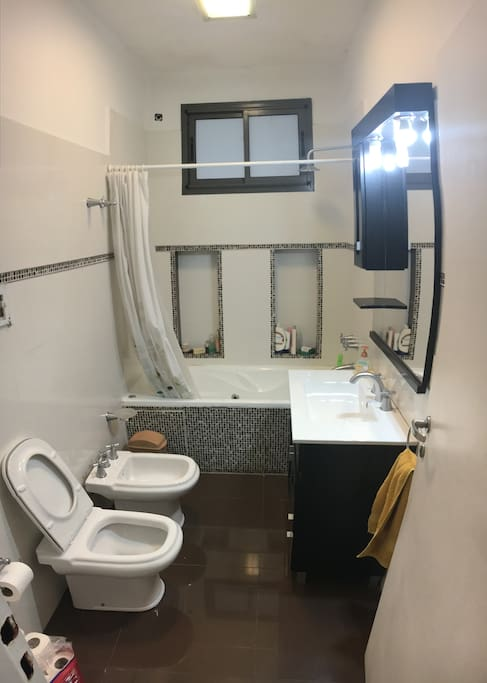 Main Bathroom with shower