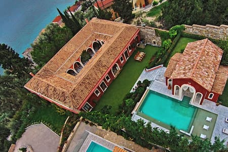 Villa Veneziano,5 VIP suites with private pool - レフカダ