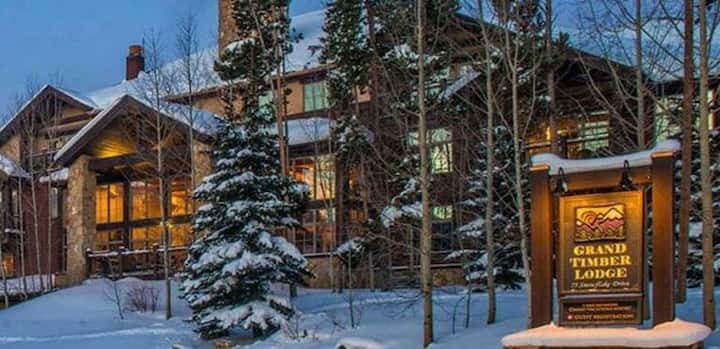 Beautiful Grand Timber Lodge Studio in Colorado
