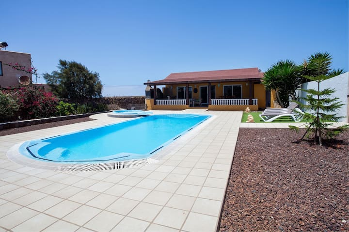 Tranquil Villa Vista Malpei with Large Pool, Jacuzzi, Terrace, Garden & Wi-Fi; Parking Available