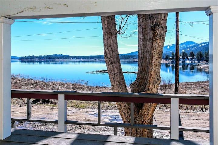 Frank's Old Bear Lakefront 2BR Family/Pet Retreat / Boat Dock Access