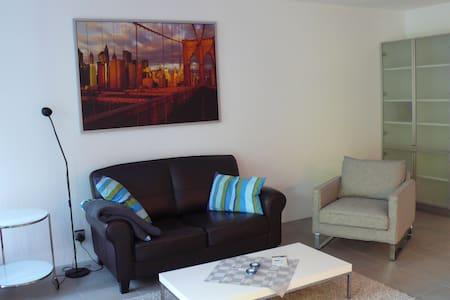 schickes Apartment direkt am See - Wunstorf - Lägenhet