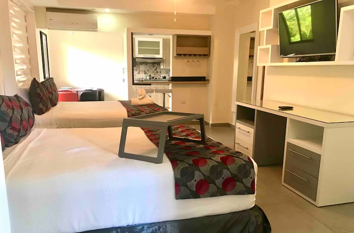 Modern suite for 4 w/ access to Emotions Resort