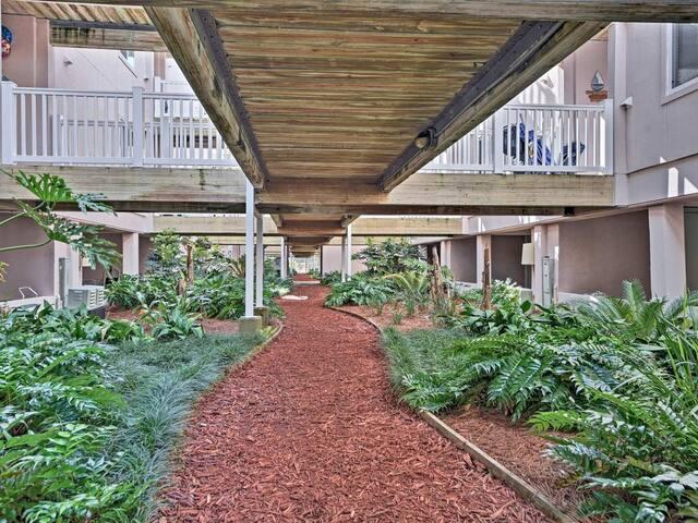 Beautiful condo walkway landscape