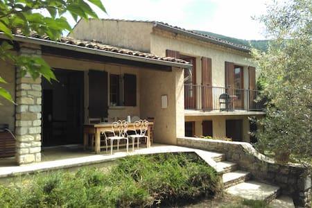 Spacieuse villa de campagne & agréable jardin - Saillans