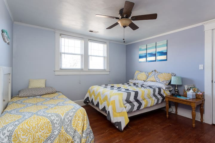 Quiet Room for Aspiring Beach Bums - Norfolk - House