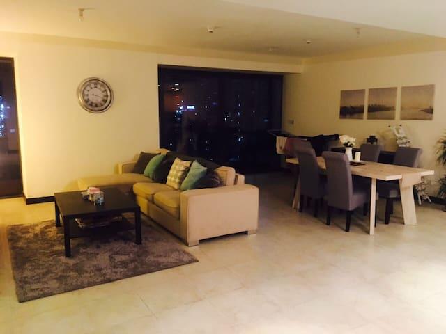 Spacious Double room in Dubai's JLT