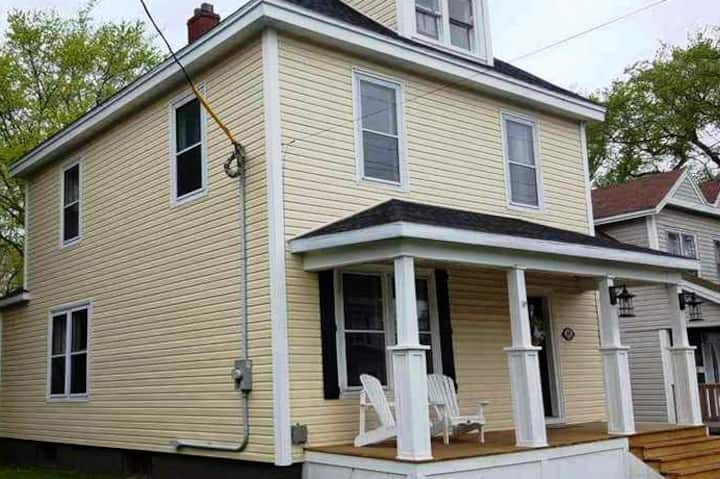 Newly Renovated Family Home in Downtown Sydney!