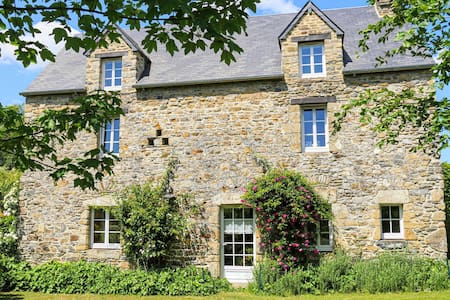 Holiday cottage with 4 bedrooms on 92m² in Monthuchon