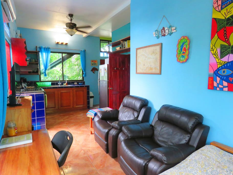 Casa Aloha Living Room With A C Recliner Chairs