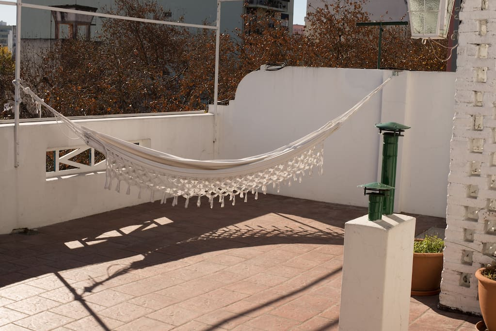 Relax in the hammock, there are no obstacles between the sun and the terrace!