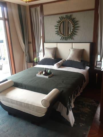 房屋干净整洁,生活美学,70%的森林覆盖率,交通便利,配套齐全,躺在床上看大海