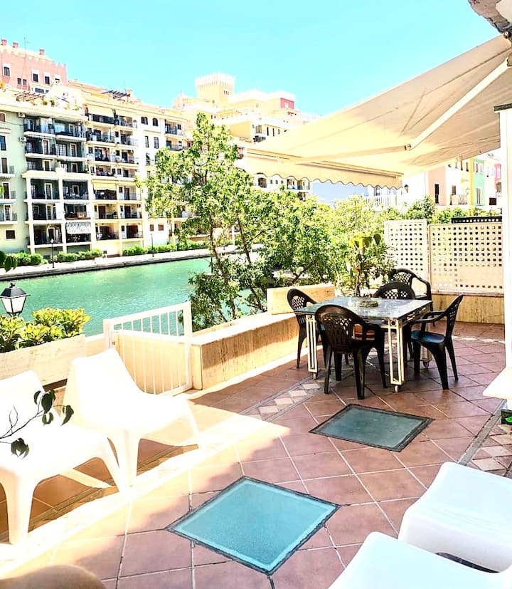 Big terrace with parking and WiFi