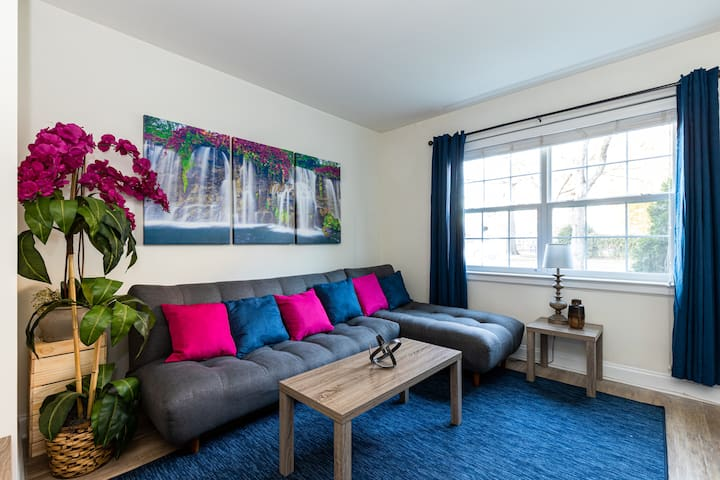 Work / Relax in this Comfy 2 Bedroom
