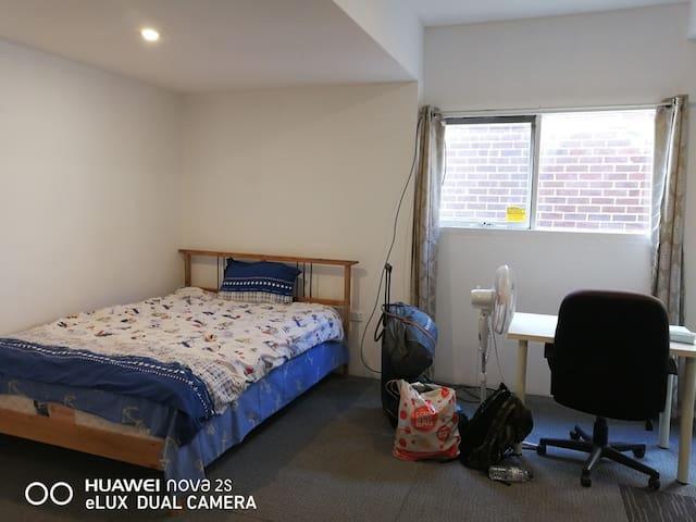 Clayton  nice large room,near uni,lockable,wifi,TV