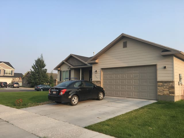 Large Family Friendly Home - Great Eclipse Viewing