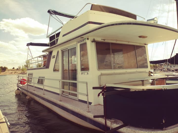 Adorable Lake Pueblo Houseboat