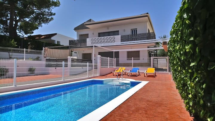 Lovely villa, 5 bedrooms PRIVAT POOL & 200M BEACH