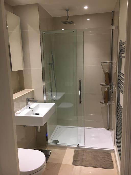 En-Suite (There is a bath in the communal bathroom if you prefer a bath!!)