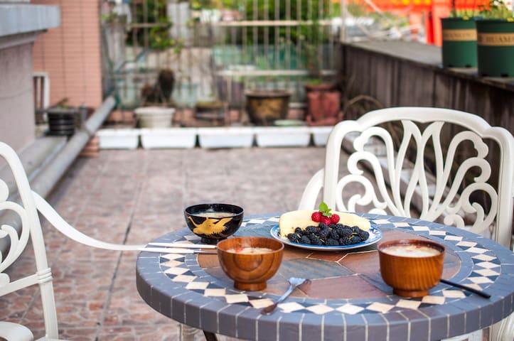 西湖区带花园独卫房 送温馨早餐 提供有趣玩乐指南 独立设计师 房主爱旅游 - Hangzhou - Bed & Breakfast